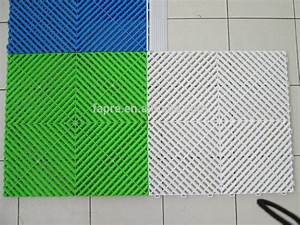 Interlocking plastic floor tiles zyouhoukannet for Plastic floor carpet designs