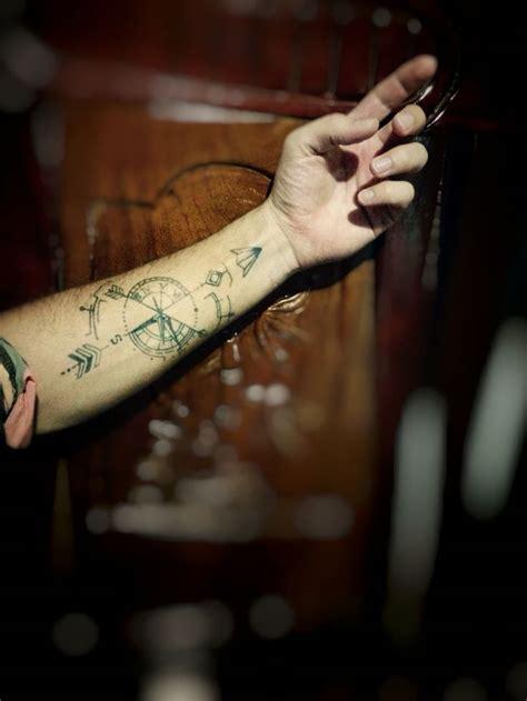 tatouage homme best 20 id 233 e tatouage homme ideas on bras homme tatouages g 233 om 233 triques