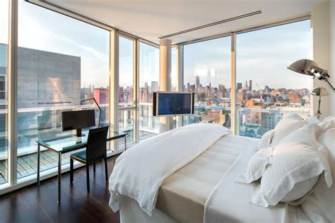 luxurious apartment overlooking  hudson river