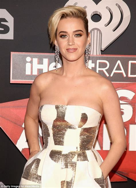 Katy Perry shows new hair at iHeartRadio Music Awards ...