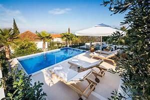Haus Mit Schwimmbad : haus mit schwimmbad und meeres berblick croatia property ~ Frokenaadalensverden.com Haus und Dekorationen