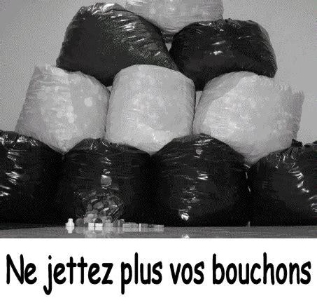 Collecte Bouchons Plastiques Fauteuil Roulant by Photos Pour L Association Les Bouchons D Amour