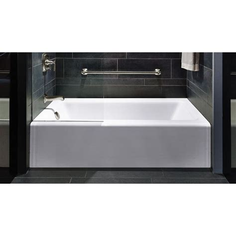 Wide Soaking Tub by Best 25 Standard Tub Size Ideas On Large