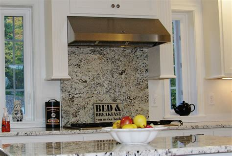 Stove Top Backsplash : A Full Length Granite Backsplash Over The Stove