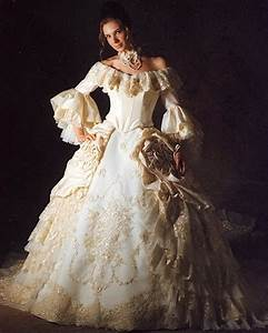 7 unusual wedding gowns With marie antoinette wedding dress