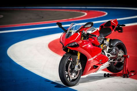 2013 Ducati Superbike 1199 Panigale R Review