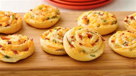 christmas tree snack by pilsbury 50 easy appetizers pillsbury