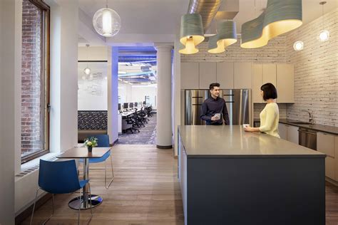 Office Space Zillow by A Look Inside Zillow S New Nyc Office Officelovin