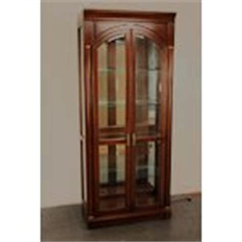 Ethan Allen Medallion Curio Cabinet by Ethan Allen Medallion Cherry Curio Display Cabinet 02 04