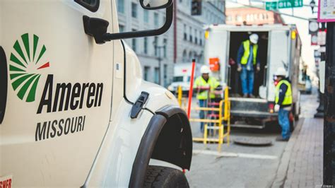 downtown power outage affects  customers ameren