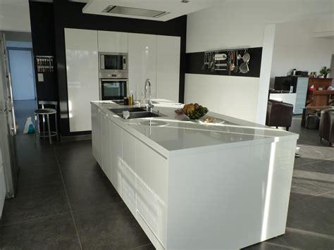 cuisine ilot table cuisine avec ilot central et table cuisine moderne