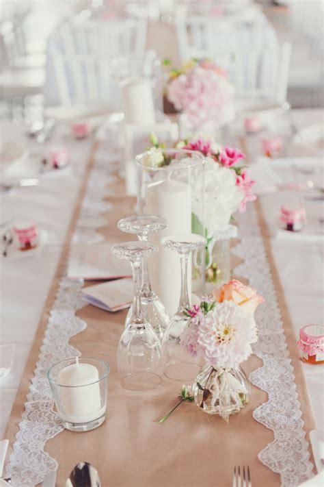 tisch dekoration hochzeit vintage spitze laeufer romantisch