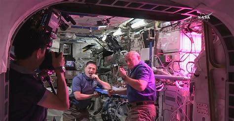 growing vegetables  space nasa astronauts tweet