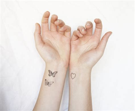 designs de tatouage papillon pharamineux