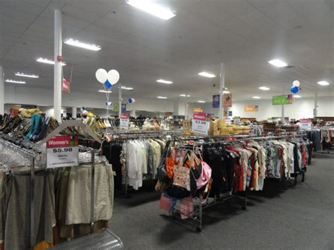 Goodwill Vienna Va by Goodwill Celebrates Grand Opening In Annandale Annandale