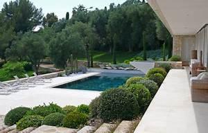 emejing deco jardin autour d une piscine photos With marvelous amenagement petit jardin mediterraneen 2 decoration jardin autour dune piscine