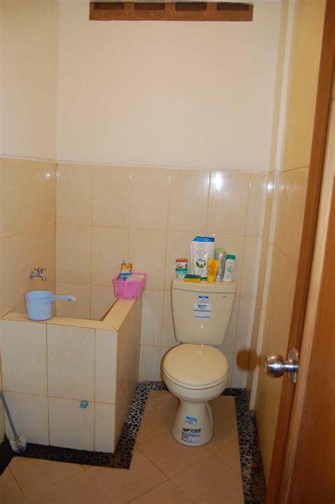 desain kamar mandi sempit minimalis sederhana rumah