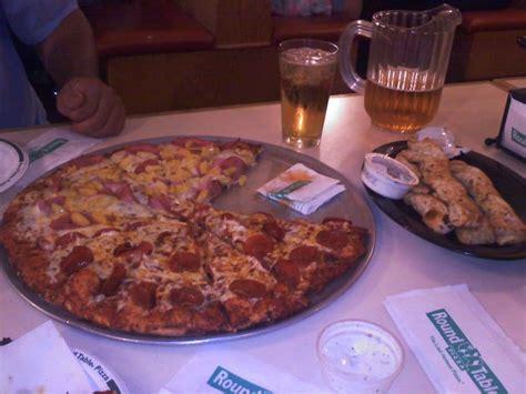 round table pizza closest to me half hawaiian half pepperoni w garlic parmesan twists