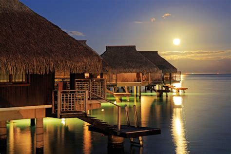 14 Overwater Bungalows To Dream About At Work [pics