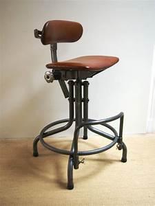 Chaise Industrielle Vintage : chaise industrielle chaise bi naise jpg chaises tabourets lampes luminaires eclairages ~ Teatrodelosmanantiales.com Idées de Décoration