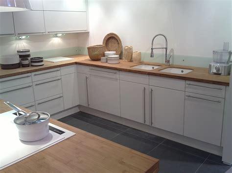 fixer plan de travail cuisine cuisine blanche plan de travail bois 2017 avec cuisine blanc plan de travail photo clipartfix com