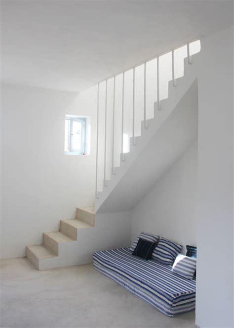 comment renover une cuisine construction et aménagement d une maison de 140 m2 sur une île grecque bord de mer escalier