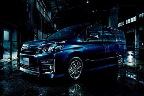 Toyota Voxy Backgrounds by トヨタ 新型voxy Noah 実車画像 公開 インテリア も ハイブリッドも広い Ethical
