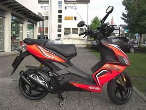 Aprilia Roller Sr 50 R : motorrad neufahrzeug kaufen aprilia sr 50 r velos motos ~ Kayakingforconservation.com Haus und Dekorationen