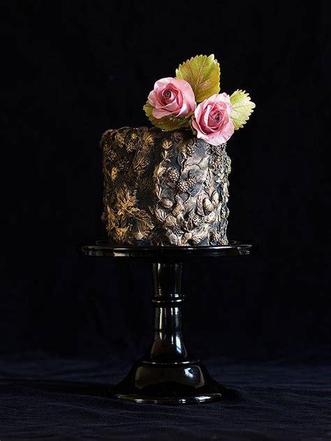 black single tier wedding cake chic vintage brides