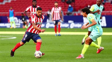 Soccer-Suarez scores twice, gets assist as Atletico lay ...