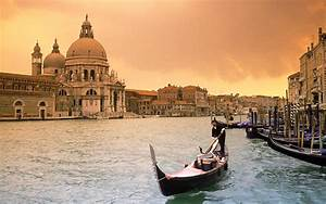 grand canal venice float in ecstasy worldtraveland With grand canapé