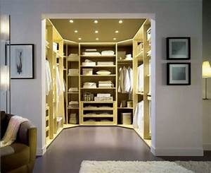 Bedroom walk in closet with traditional and modern for Bedroom walk in closet designs