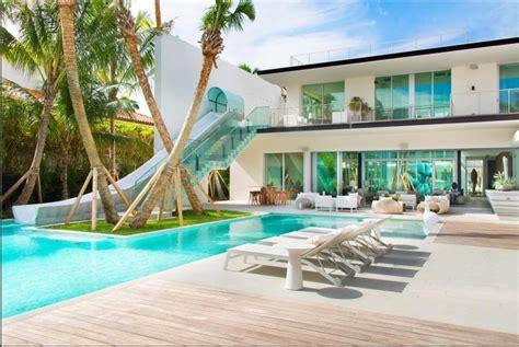maison avec piscine  toboggan cabanes abri jardin