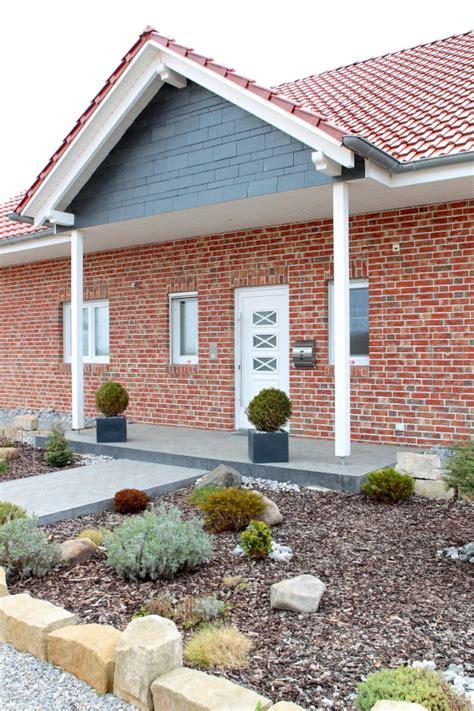 Eingangsbereich Haus Außen by Konzept Haus Gmbh Das Musterhaus