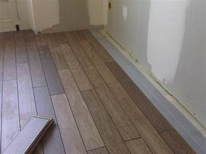 quelques exemples de pose de carrelages et parquets With pose de parquet flottant sur carrelage