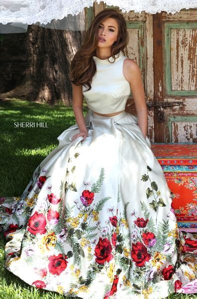 Pretty skirt and top Gowns Mexican dresses Cute dresses