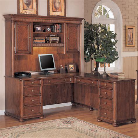 wynwood camden  shaped desk  hutch ginger cherry
