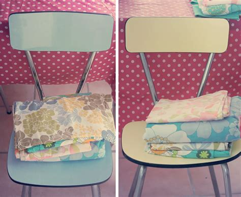 comment recouvrir des chaises chaises en formica et tissus vintages poulette magique