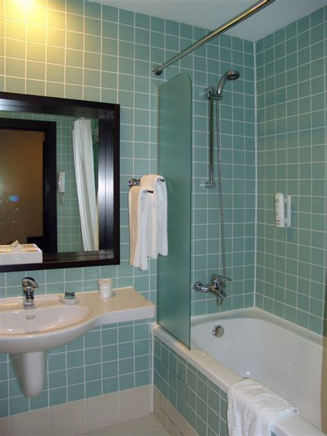 Bathroom. How To Beautify Your Home With Small Space