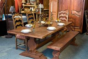 Meubles de salle a manger table de bois massif faites for Meuble salle À manger avec chaise salle a manger en bois massif