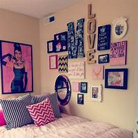 teen wall decor Love the photo collage wall decor :) teen room | home | Dorm Room, College dorm rooms, Dorm ...