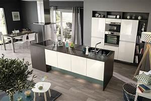 tendances deco 2017 renover votre cuisine habitatpresto With piscine avec ilot central 4 la cuisine blanche par cuisinella