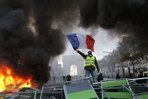 yellow vests demand  leave eu  nato  consitution