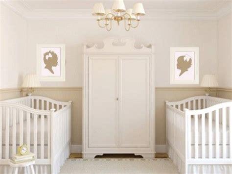 chambre de bébé jumeaux 1000 idées sur le thème chambres de jumeaux sur