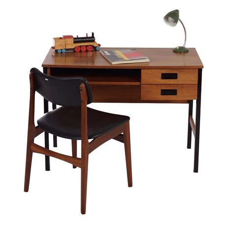 bureau secretaire vintage small vintage desk small antique pedestal desk leather
