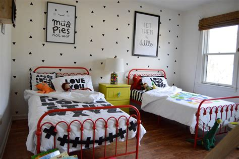 Create a shared kids' room that's both fun and functional with these tips and ideas. the boo and the boy: shared boys' room