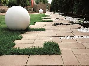 Beton Im Garten : design beton kugel steine im garten shop ~ Markanthonyermac.com Haus und Dekorationen