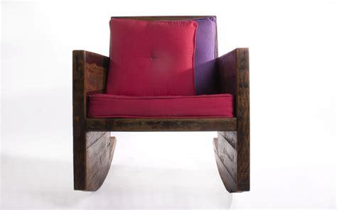 Cadeira De BalanÇo Em Madeira De DemoliÇÃo