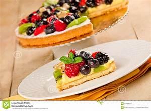 Torte Mit Früchten : torte mit fr chten lizenzfreie stockfotografie bild ~ Lizthompson.info Haus und Dekorationen