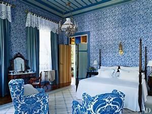 27 Rooms That Showcase Blue-and-White Decor Photos